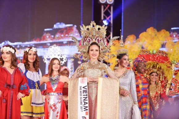 Khanh Ngan defeats 4 finalists to win the crown