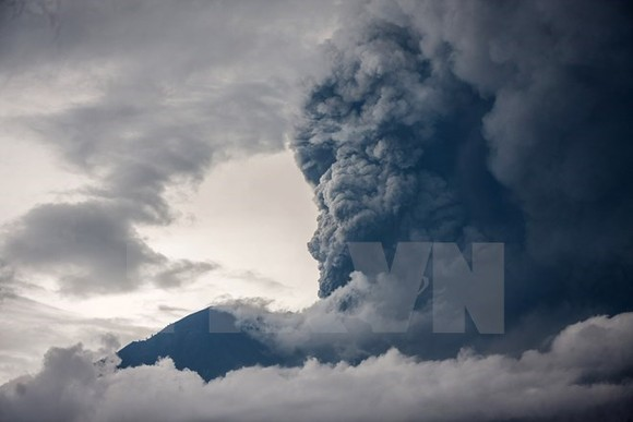 Agung volcano in Bali resort island of Indonesia (Photo: Xinhua/VNA)