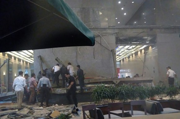 Floor at Indonesia's stock exchange collapsed, 20 injured