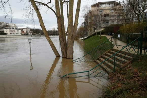 Downpours in recent days have seen River Seine levels rise