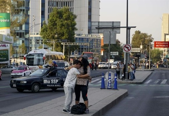 Strong quake shakes Mexico, no reports of damages