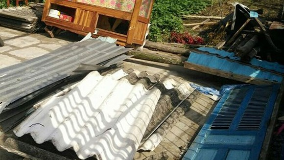 whirlwind blews away roofs of 50 houses in Bac Lieu province -SGGP