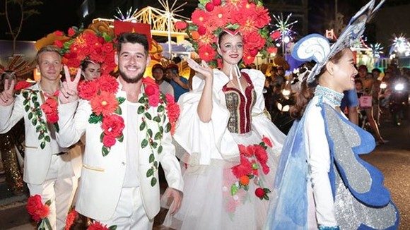 Carnival show 2018 lights up Danang
