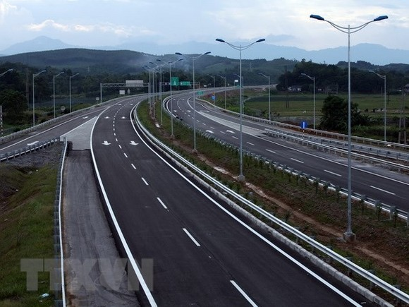 A section of Nội Bài-Lào Cai Expressway. Many shortcomings in State policies affect development of BOT projects, experts say. – VNA/VNS Photo Huy Hùng