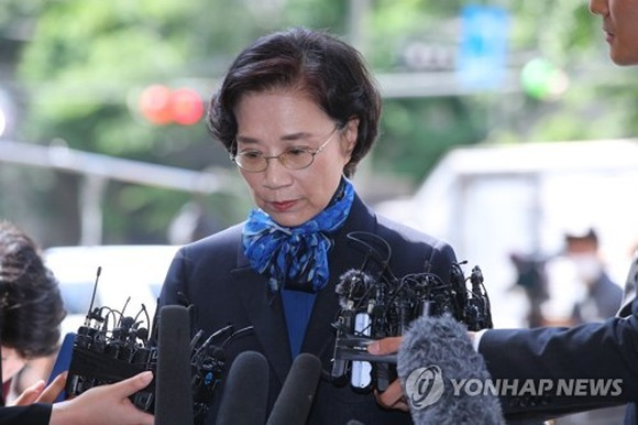 Lee Myung-hee, wife of Hanjin Group Chairman Cho Yang-ho, answers reporters' questions over multiple assault allegations as she appeared for police questioning in Seoul on May 28, 2018. (Yonhap)