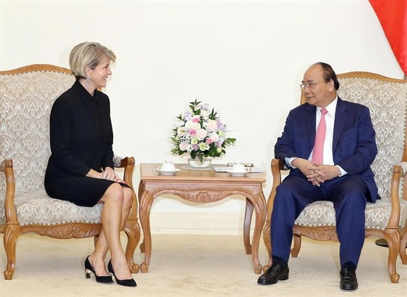 Prime Minister Nguyễn Xuân Phúc receives Australian Foreign Minister Julie Bishop in Hà Nội on May 28.