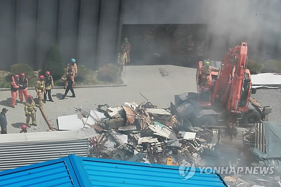 Four-story building collapses in Seoul, injuring one person