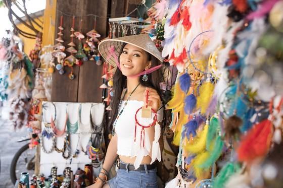 Miss Vietnam 2018 Tieu Vy introduces Hoian to Miss World