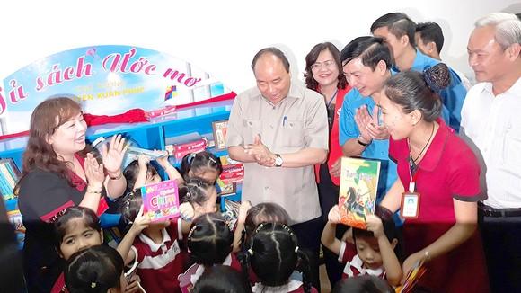 Thủ tướng Nguyễn Xuân Phúc thăm trường mầm non của Công ty Taekwang Vina, KCN Biên Hòa 2, TP Biên Hòa