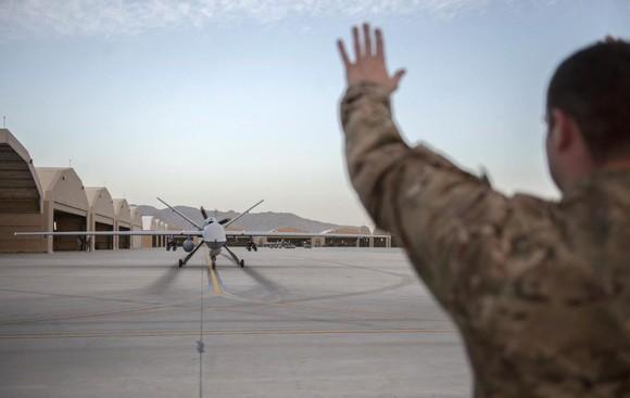 Các thiết bị bay không người lái sử dụng cho mục đích quân sự. Ảnh: SlashGear