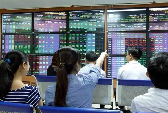 Đảo chiều ngoạn mục, VN Index tăng gần 25 điểm