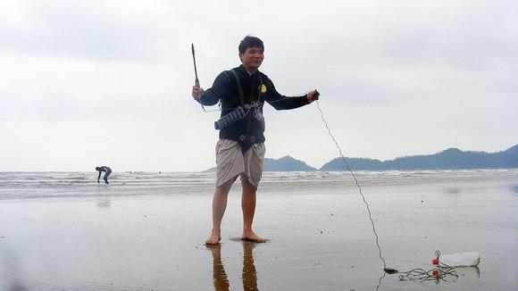 Kỳ thú nghề săn rum biển ảnh 2
