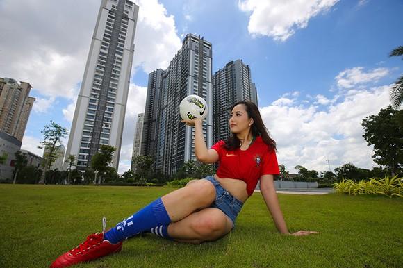 Hot girl Khoa quản trị kinh doanh đặt niềm tin vào Ronaldo ảnh 6