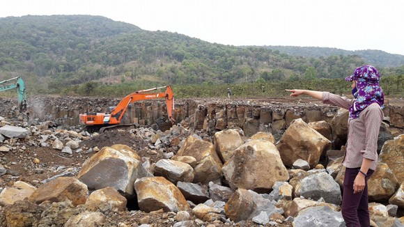 Chưa thống nhất đền bù, đã đề xuất cho mỏ đá hoạt động lại ảnh 1