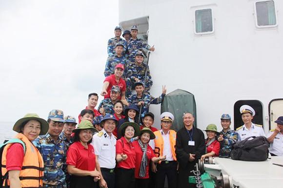 TPHCM hỗ trợ thiết thực các đơn vị trên vùng biển Tây Nam     ảnh 1