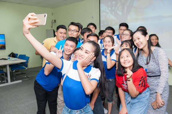 Hoa hậu Tiểu Vy về trường, tham gia buổi học đầu tiên ảnh 6