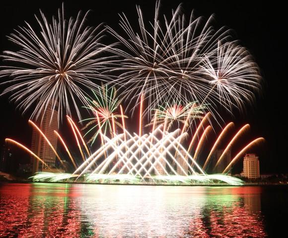Rực sáng sông Hàn với màn trình diễn ấn tượng của hai đội Thụy Điển và Bồ Đào Nha ảnh 9