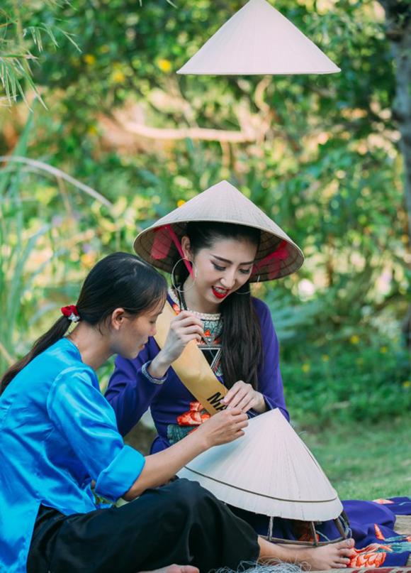 Miss Grand International 2017: Hoa hậu thích thú học gói bánh lọc Quảng Bình ảnh 13