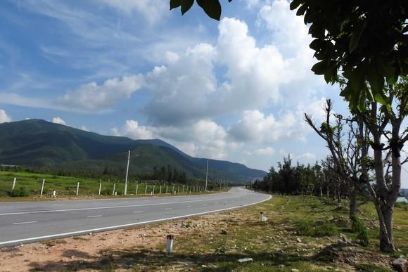 Ngắm cung đường đẹp nhất Vũng Chùa dưới rặng Hoành Sơn ảnh 10