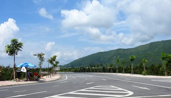 Ngắm cung đường đẹp nhất Vũng Chùa dưới rặng Hoành Sơn ảnh 12