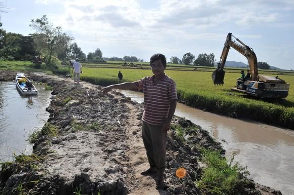 Hàng ngàn hécta lúa ở Tri Tôn bị lũ đe dọa ảnh 1