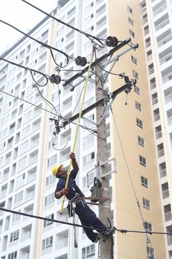 Công nhân ngành điện TPHCM thi tài an toàn lao động ảnh 1