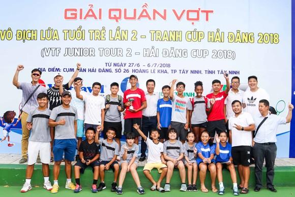 Tay vợt 15 tuổi lên ngôi giải U18 sau màn chạy đua thể lực ảnh 1