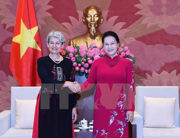 National Assembly Chairwoman Nguyen Thi Kim Ngan (R) welcomes UNESCO Director General Irina Bokova (Photo: VNA)