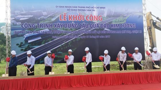 Construction of a bridge to Kim Cương (Diamond) Island in HCM City's District 2 has been kicked off. (Photo: Sggp)