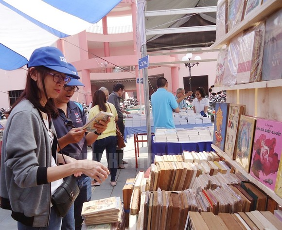 Russian book week in Nguyen Van Binh Book street (Photo: hcmcpv.org.vn)