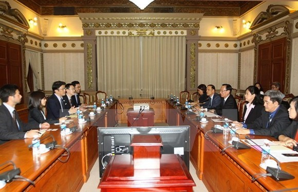 The meeting between Vice Chairman of the Ho Chi Minh City People's Committee Le Thanh Liem and representatives of Japan's education group Soshi (Photo: VNA)