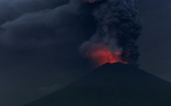 Indonesian authority has raised the alert for Mount Agung eruption to the highest level. (Photo: Reuters)