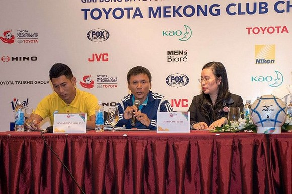 Coach Vo Dinh Tan of Sanna Khanh Hoa speaks at the press conference (Photo: Toyota Mekong Club Championship)