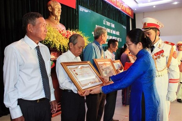18 women are posthumously presented with the Vietnamese Heroic Mother title in HCM City on December 11 (Photo: VNA)