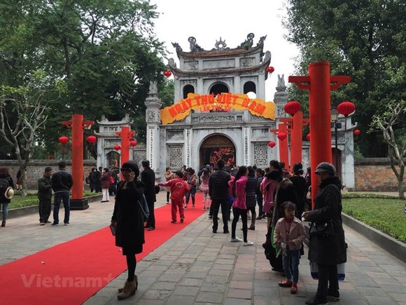 The 15th Vietnam Poetry Day at Van Mieu - Quoc Tu Giam (Photo VNA)