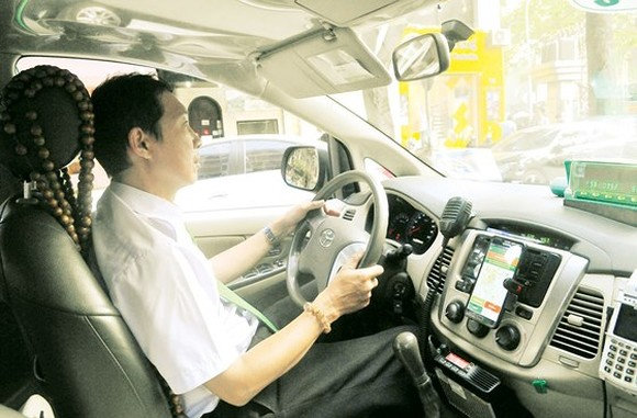 A driver of Mai Linh Taxi  (Photo: Sggp)