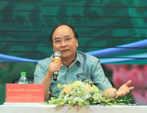 Prime Minister Nguyen Xuan Phuc speaks at the dialogue with farmers (Source: VNA)