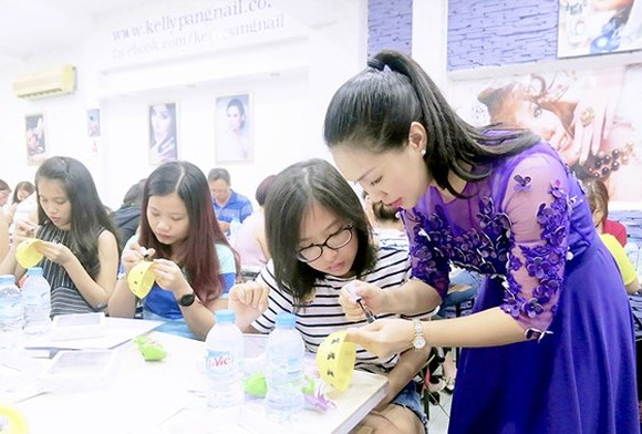 A nail course at KellyPang Nail's art school in HCMC  (Photo: sggp)