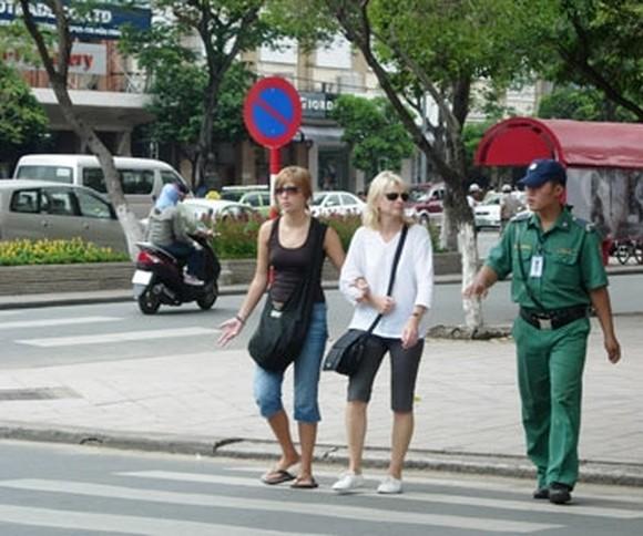 Foreign tourists visits Ho Chi Minh City (Photo:KK)