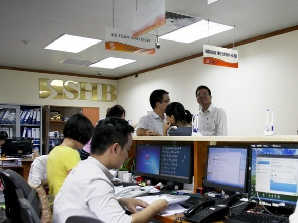 Vietnamese shares declined on April 18 as selling pressure hit many large-cap stocks (Photo: VNA)