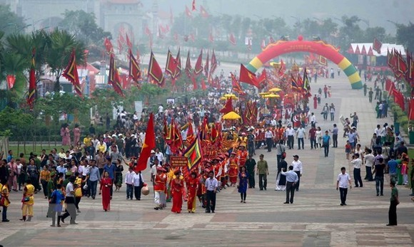 The palanquin and offering procession was organised by seven communes and wards surrounding the Hung Kings Temple Complex (Source: VNA)