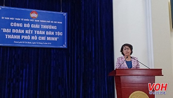 Chairwoman of Vietnam Fatherland Front Committee in HCMC To Thi Bich Chau speaks at the launching ceremony. (Photo: VOH)