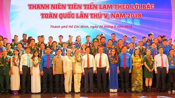 "Outstanding young people nationwide in the campaign ""Young people study and work in accordance with Uncle Ho's teachings"" are honored in Ho Chi Minh City. (Photo: Sggp)"