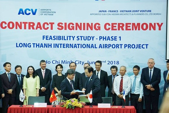 At the contract signing ceremony (Photo: Sggp)