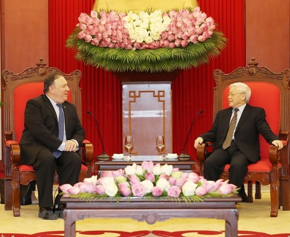 General Secretary of the Communist Party of Vietnam (CPV) Central Committee Nguyen Phu Trong (R) receives US Secretary of State Mike Pompeo (Photo: VNA)