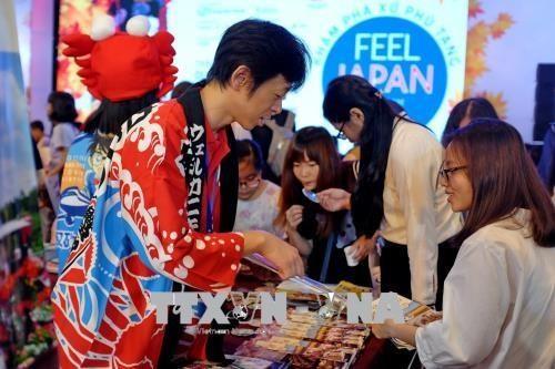 Visitors shop at the Feel Japan in Vietnam 2018 (Photo:VNA)