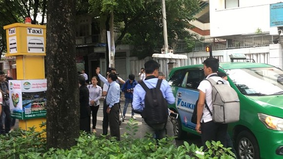 HCMC offers five pilot taxi pick-up stands