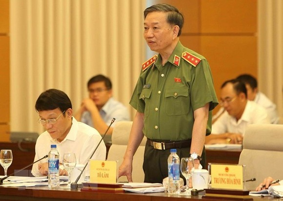 Minister of Public Security To Lam speaks at the question and answer session of the 14th National Assembly Standing Committee on August 13 (Photo: VNA)