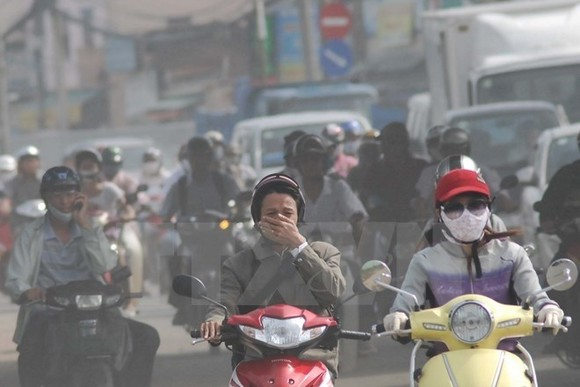 Air pollution in HCM City caused by vehicles has become more serious. (Photo: VNA)