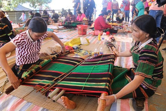The brocade made by ethnic minority people in Dak Nong province